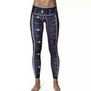 Teeki yoga hot pants legging WILD AND FREE sz M